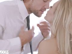 Fancy young blonde chick Nicole Aniston does awesome deepthroat blowjob