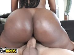 Butty black babe Naomi Banxxx enjoys interracial fuck with David Loso