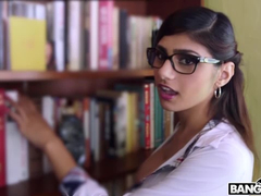 Exciting slender sexy shaped Muslim babe Mia Khalifa sucks and rides white cock